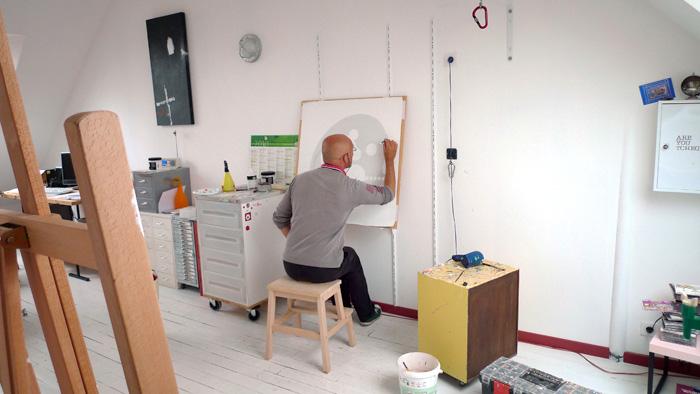 Philippe bertho dans son atelier artiste peintre pop - Atelier artiste peintre ...