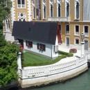 Erwin Wurm, Narrow House à Venise