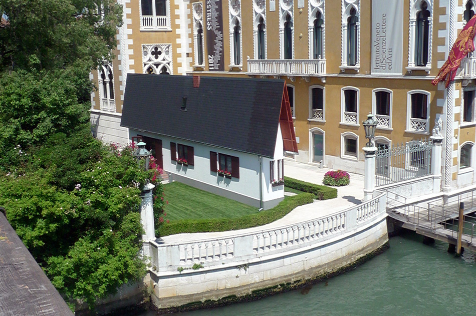 erwin wurm narrow house venise. Black Bedroom Furniture Sets. Home Design Ideas