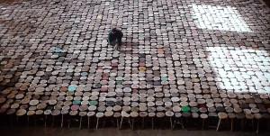 Stools : 6000 tabourets de bois
