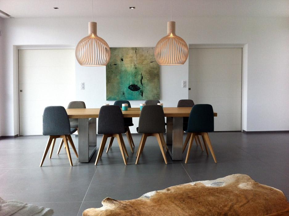 Le tableau Trace 16 dans un intérieur contemporain